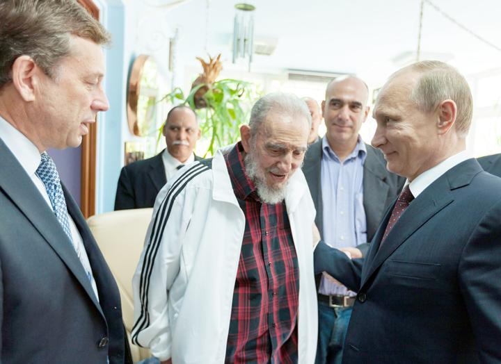 Vladimir Poutine et Fidel Castro